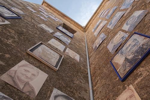 Mogarraz, el pueblo en el que se resucitó la memoria de un fotógrafo decorándolo con sus fotografías