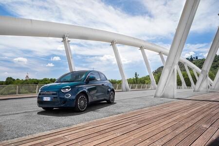 Los coches más vendidos 2021: el SEAT Arona camino de ser el nuevo rey de ventas en España
