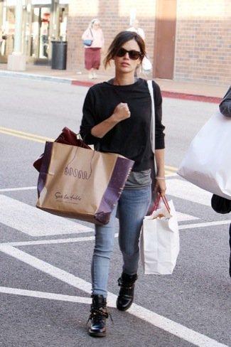 Las Ray-Ban Wayfarer siguen de moda por Rachel Bilson y las streetstylers