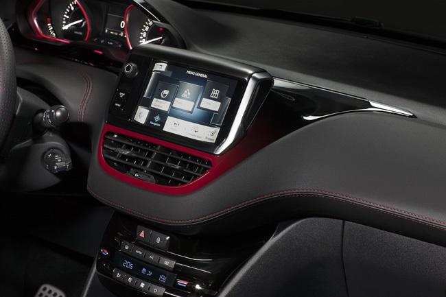 Foto de Peugeot 208 GT 2014 (9/11)