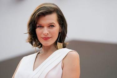 Milla Jovovich presume de embarazo en Venecia