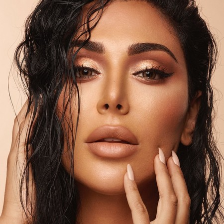 Huda Beauty lanza las nuevas paletas de sombras de ojos para las adictas al nude