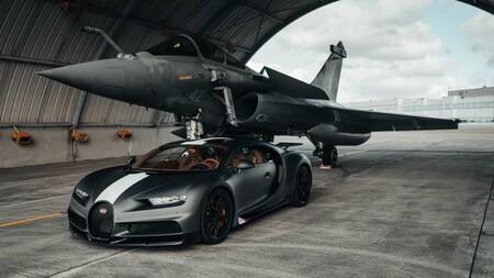 Bugatti Chiron Sport Vs Jet 2