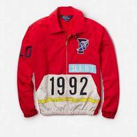 En tributo a lo retro, Ralph Lauren presenta polos y sudaderas de su colección Stadium