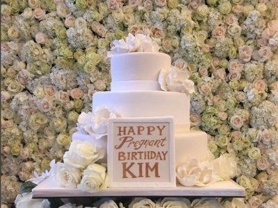 """El """"embarazado"""" cumpleaños de Kim Kardashian"""