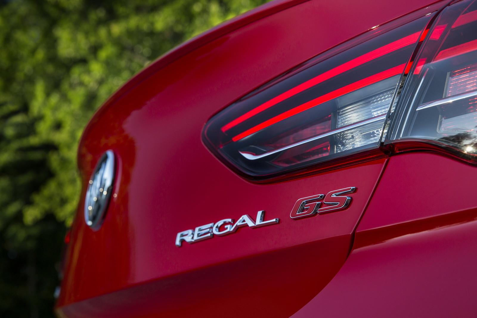 Foto de Buick Regal GS 2018 (13/14)
