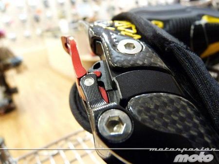 Leatt Brace GPX Pro Full Carbono cierres