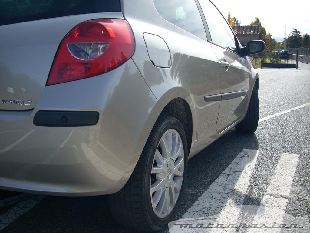 Foto de Renault Clio 2.0 16v (13/28)