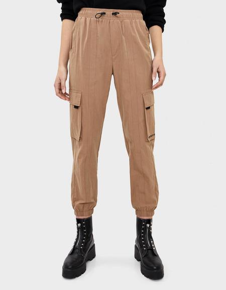 Pantalón cargo de nylon