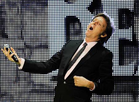 Paul McCartney presentando Rock Band