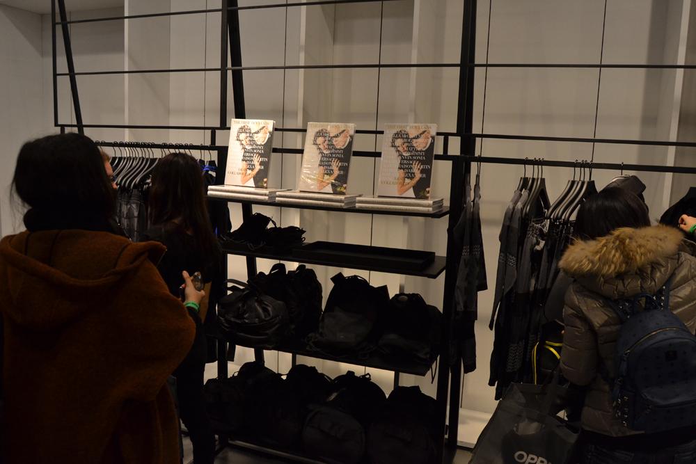 Foto de Alexander Wang x H&M, la colección llega a tienda (Madrid, Gran Vía) (19/27)