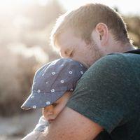 Un padre crea la norma feminista para salir con sus hijas que aprobamos con los ojos cerrados