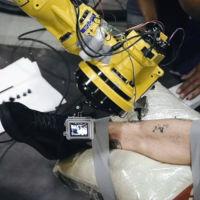 Este brazo robótico no da conversación pero hace unos tatuajes perfectos