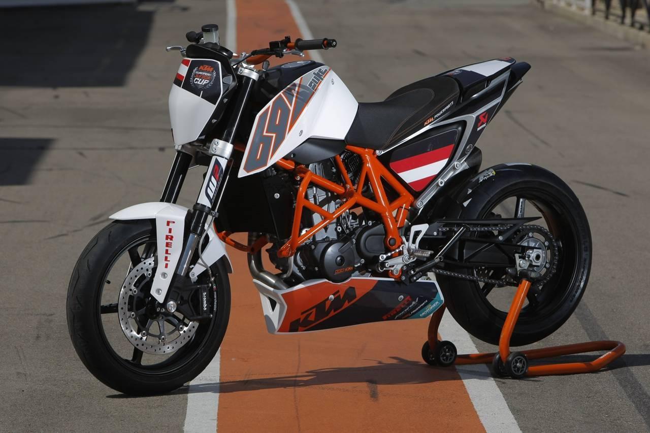 """Foto de KTM 690 Duke """"Track"""", limitada a 200 unidades. Definitivamente quiero una (12/31)"""