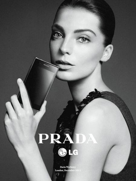 Relacion Tecnologia Y Moda Prada LG móvil Daria Werbowy