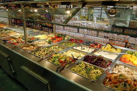 ¿Un compañero de mesa con sobrepeso te anima a comer de forma menos sana?