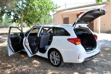 Toyota Auris Touring Sports puertas abiertas