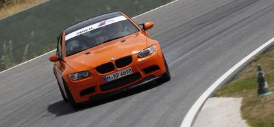 Vicki Butler-Henderson se lo pasa de lujo al volante del BMW M3 GTS