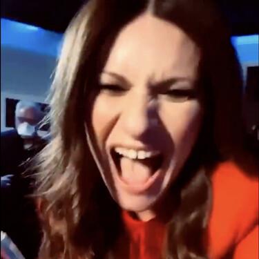 Laura Pausini se vuelve loca: Así ha celebrado su Globo de Oro 2021 a la mejor canción por 'Yo sí' de 'La vida por delante'