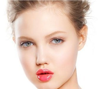 Las modelos de belleza diferente triunfan en las pasarelas