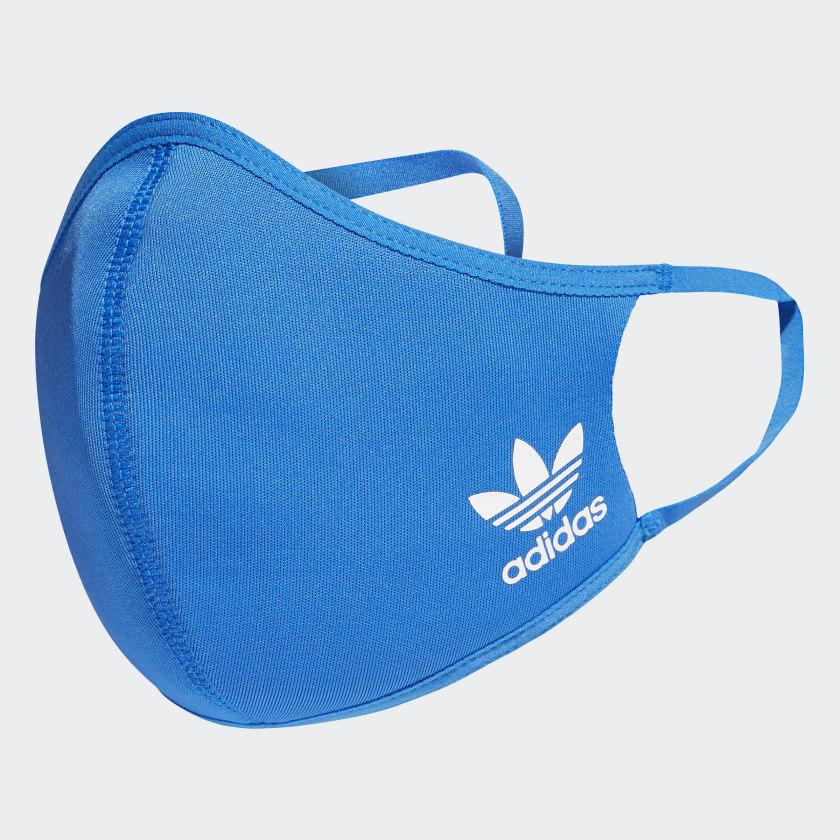 El tejido flexible y las tiras elásticas se adaptan cómodamente a la cara y las orejas.