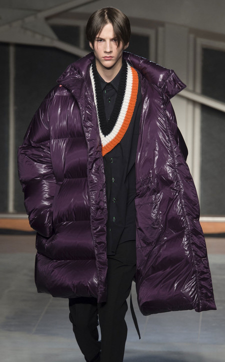Lustrosas y metálicas: así son las chaquetas oversize para llevarse este otoño