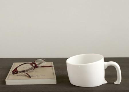 ¡Una taza hundida en mi mesa!