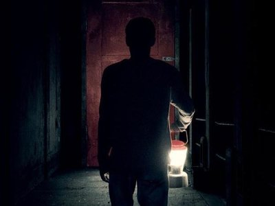 Escalofriante trailer de 'Llega de noche', firme aspirante a película de terror del año