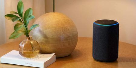 El Echo Plus está rebajado a su precio mínimo histórico en Amazon por 84,99 euros y con bombilla Philips Hue de regalo