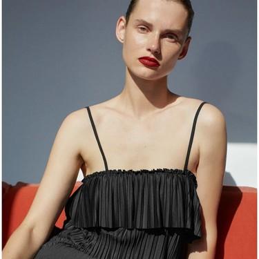 Los 13 vestidos negros de Zara (en rebajas y de nueva temporada) para triunfar siempre