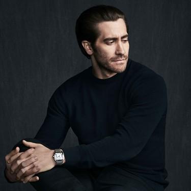 Jake Gyllenhall debuta como imagen del clásico reloj Santos de Cartier