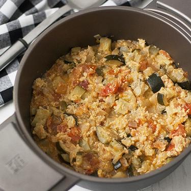 Receta tradicional de pisto a la bilbaína para servir como plato principal o como guarnición