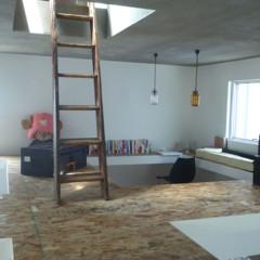 Foto 14 de 14 de la galería casas-poco-convencionales-viviendo-en-una-estanteria-gigante en Decoesfera