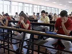 Los estudiantes de negocios salen medio hechos