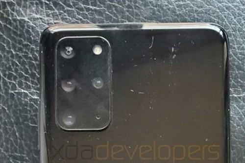 Las primeras fotografías reales del Samsung Galaxy S20 Plus, según XDA Developers, confirman sus cuatro cámaras y el nombre
