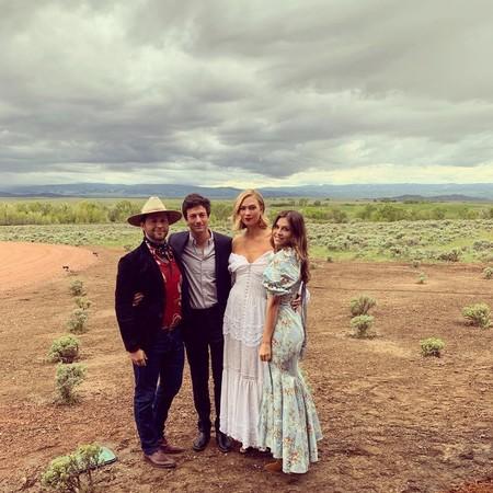 Así es como Karlie Kloss se casó de nuevo y su vestido de novia se convirtió en el vestido blanco campestre de nuestros sueños para este verano 2019