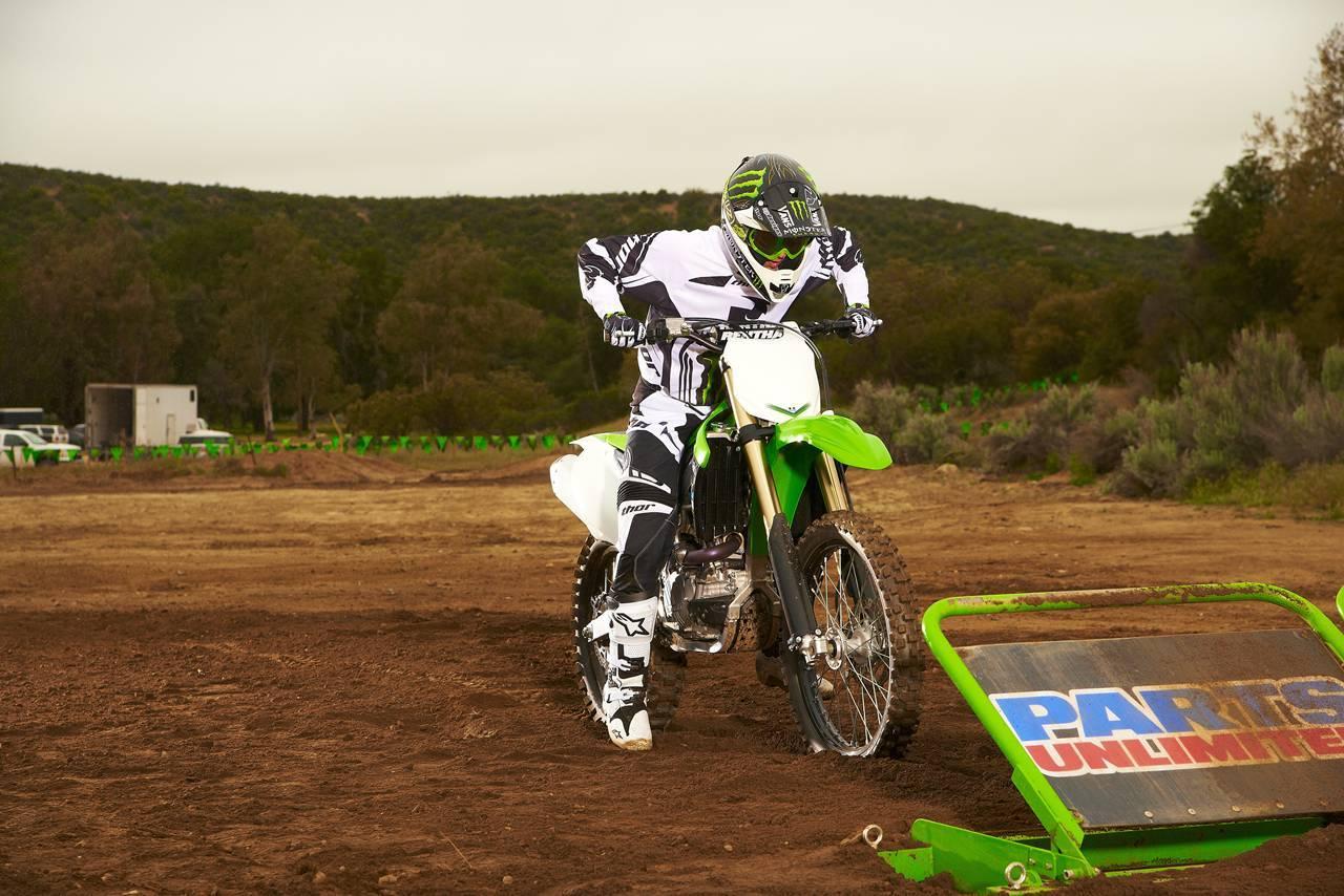Foto de Nueva Kawasaki KX450F 2013: de la experiencia del AMA Supercross y Motocross a tu garaje (Acción) (35/42)