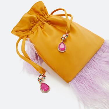 Los bolsos de Uterqüe marcan la diferencia de un look de día y de noche. Estos 15 modelos son un auténtico flechazo