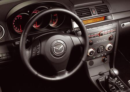 Los Mazda3 de primera generación, a revisión: el logo del volante puede romperse y salir proyectado si se activa el airbag