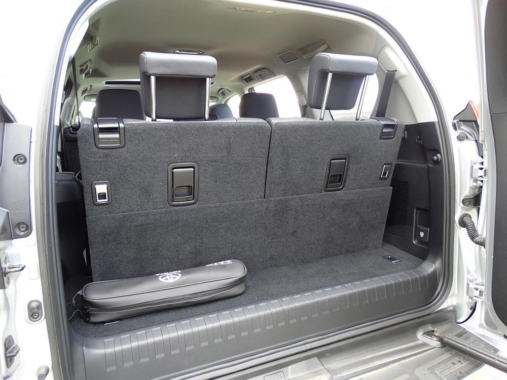 Foto de Probamos el Toyota Land Cruiser 180D, todas las imágenes del motor, maletero y otros detalles (5/32)