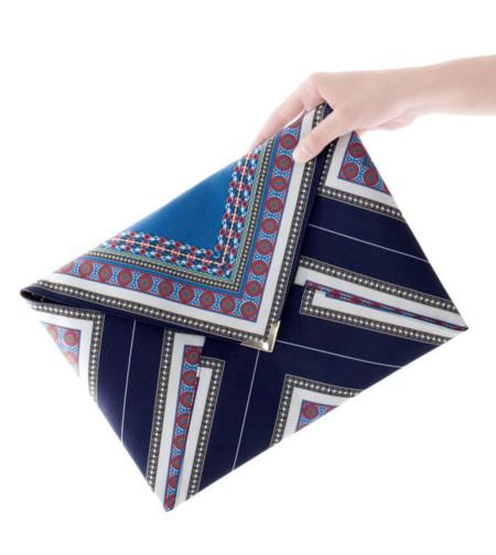 Claves de estilo para ir de shopping: bolso sobre para lucir 24 horas