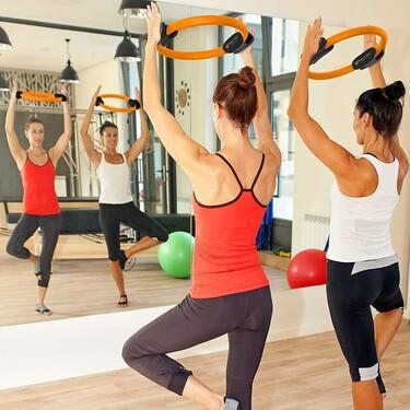 Cómo se usan y para qué sirven los aros mágicos, el accesorio de pilates original y barato para trabajar fuerza y flexibilidad