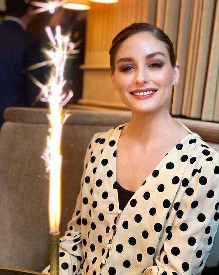 Cinco blusas de lunares para emular el femenino look con el que Olivia Palermo ha soplado las 35 velas