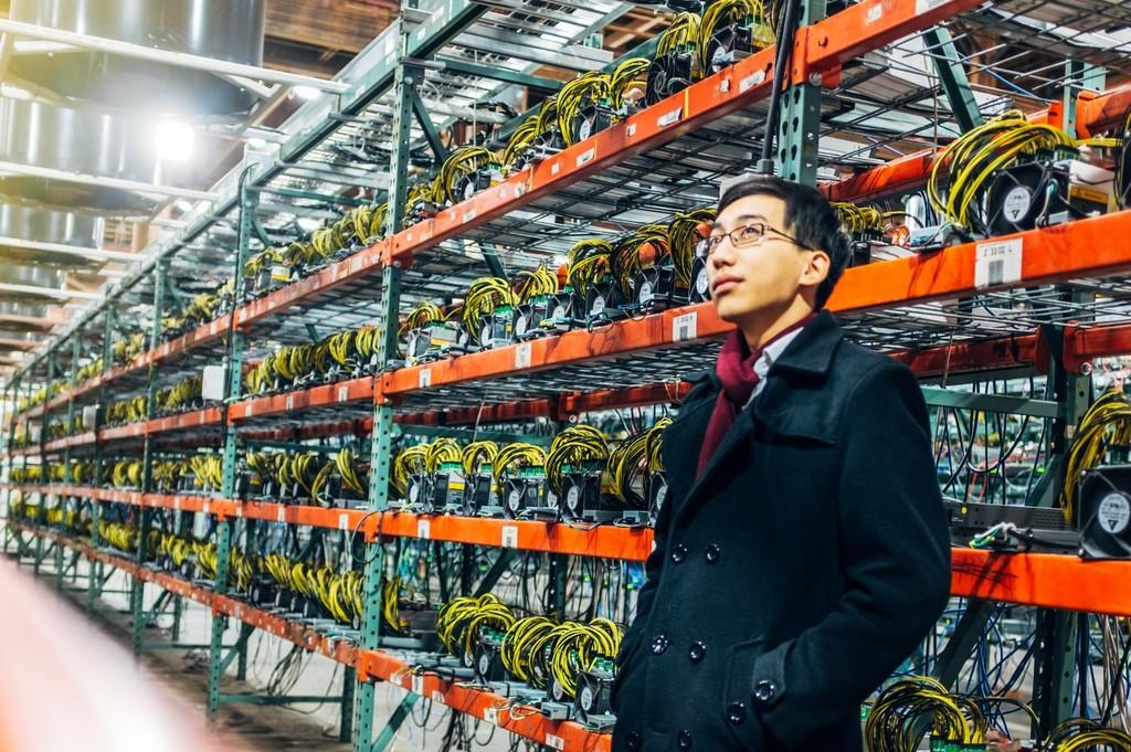 Muchos mineros de bitcoin paran máquinas: la caída en picado de su valor hace que de momento no compense producir