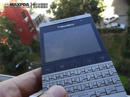 Foto de BlackBerry Bold 9980 Knight, nueva serie limitada de BlackBerry de gama alta (20/39)