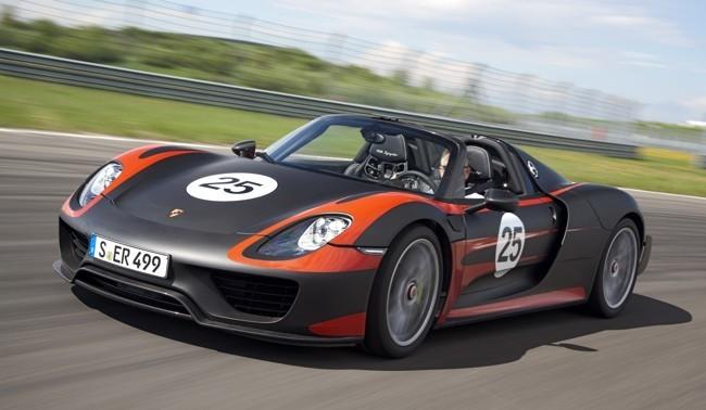 Porsche 918 Spyder negro y naranja 01
