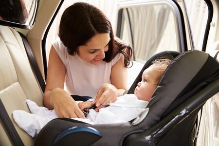Mi bebé llora en la silla del coche: 10 consejos que te ayudarán a calmarle