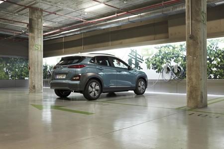 Hyundai Kona Electrico cargando