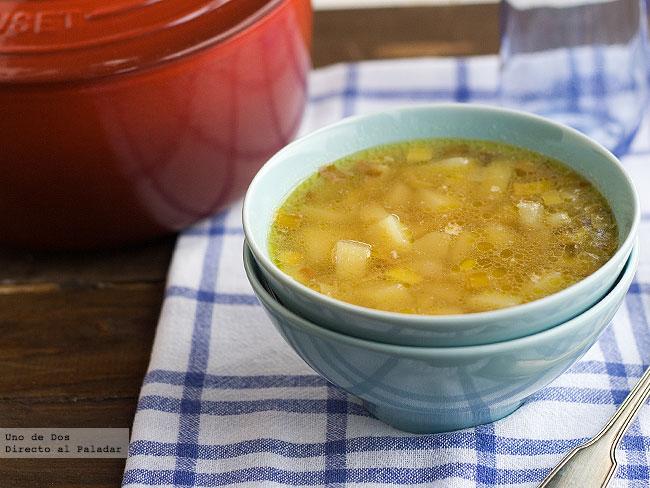Receta de sopa de puerro y patata receta de cocina f cil - Patatas en caldo con bacalao ...