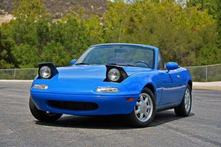 Mazda puede restaurar tu MX-5 NA y dejarlo como nuevo por 37.000 euros... Pero sólo en Japón